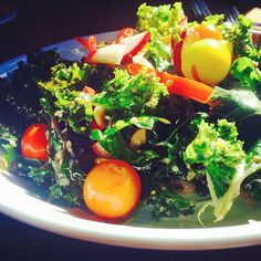 Glow Foods- Sunkissed Raw Kale salad with seasonal tomatoes, radish, red bell pepper, hempseeds, and pinenuts with a lemon, garlic, and black truffle homemade dressing. High vibrational foods program your cells and contribute to a happy, healthy, high-vibe life.Time to eat! What's on your plate? #glowfoods #vegan #nutrition #healthychoices #greens #plantlife #kale #greenpower #rawfood #local #seasonal