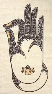 Los mudras son movimientos sagrados que se hacen con las manos cuando estamos meditando y nos llevan a diferentes estados de concienci...