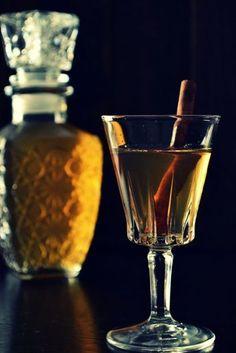 Λικέρ Μπανάνα Cookbook Recipes, Cooking Recipes, Alcoholic Drinks, Cocktails, Elegant Desserts, Greek Recipes, Martini, Liquor, Shot Glass