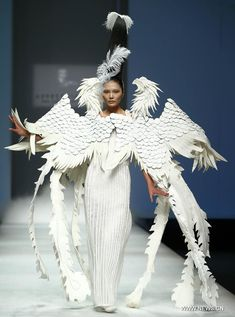 Truth on Falun Gong | Models present designers' creations in China Fashion Week