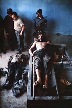 Photos kept in family show Che Guevara after he was killed Indira Ghandi, Death Pics, Ernesto Che Guevara, Post Mortem, Famous Pictures, Pablo Escobar, Fidel Castro, Family Show, Iconic Photos