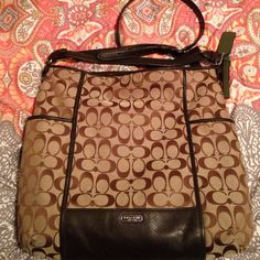 Large Coach Bag Large Coach bag! Has shoulder strap and crossbody strap! Still in great condition! Coach Bags Crossbody Bags