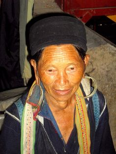 Black Hmong woman in Sapa market #Vietnam…