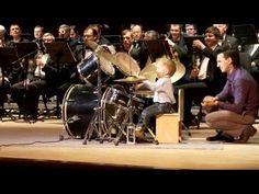 Niño de 3 años toca la Batería junto a la Orquesta Sinfónica de Novosibirsk, en Rusia