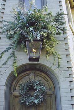 34 Classic and Vintage Outdoor Christmas Decoration Ideas - About-Ruth Christmas Front Doors, Christmas Door, Winter Christmas, All Things Christmas, Winter Holidays, Christmas Holidays, Christmas Wreaths, Christmas Greenery, Christmas Entryway