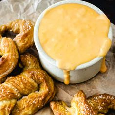 Baked Pretzels, Homemade Soft Pretzels, Pretzels Recipe, Cheese Dip Recipes, Snack Recipes, Snacks, Appetizer Recipes, Cooking Recipes, Bbq Chicken Flatbread
