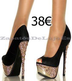 zapato negro con brillantes en la plataforma y el tacón Stiletto Heels, Purses, Clothes, Shoes, Style, Fashion, Slippers, Boots, Black Shoes