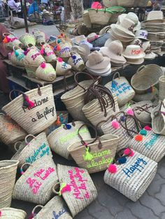 The Deco Journal Ibiza Strand, African Crafts, Basket Bag, Boho Diy, Crochet Projects, Creations, Couture, Decoration, Handmade