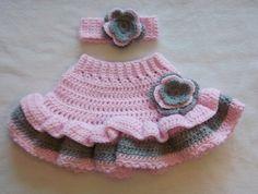 crochet skirt pattern for babies Baby Girl Crochet, Crochet Baby Hats, Crochet For Kids, Baby Knitting, Free Crochet, Knit Crochet, Crochet Skirt Pattern, Crochet Skirts, Crochet Patterns