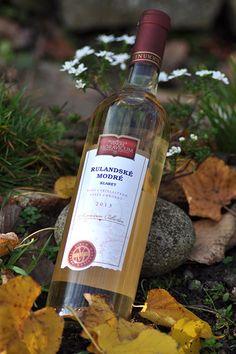 Bílé víno - Rulandské modré klaret Výběr z hroznů - Vinum Moravicum a.s. Whiskey Bottle, Drinks, Rose, Drinking, Beverages, Pink, Drink, Roses, Beverage