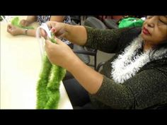 HOW TO MAKE A 2-STRAW EYELASH YARN LEI