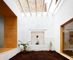 #OG De rentador a estudi. L'obertura d'un pati  permetrà incorporar la llum natural a l'interior. MAIO Studio. Barcelona.