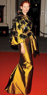Tilda Swinton - at the Oscars a while ago....Wow! Not many people could wear this so well.