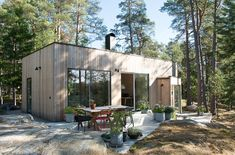 ARKITEKTUR | LEVA Husfabrik Cabin Design, Modern House Design, Small Summer House, Haus Am See, Weekend House, Forest House, Dream House Exterior, Cabins And Cottages, Interior Exterior