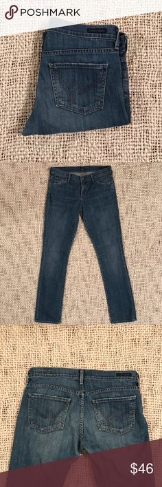 """Citizens of Humanity jeans 28x31 """"Ava"""" fit Great used pair of Citizen Jeans """"Ava"""" fit Low Rise Straight Leg. Size 28 with 31"""" inseam. Medium wash, message me for additional measurements. Citizens of Humanity Jeans Straight Leg"""