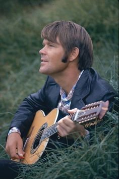 20 Fascinating Ovation Guitar Parts Ovation Guitar Hoodie Acoustic Guitar Cake, Guitar Guy, Acoustic Guitar Lessons, Guitar Tips, Guitar Parts, Guitar Players, Glen Campbell, Guitar Youtube, Guitar Photography