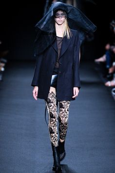 Ann Demeulemeester - Spring 2014 Ready-to-Wear - Look 3 of 31