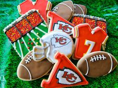 Football Sugar Cookie Collection & You can customize your team (Cookie Bowls Awesome) Cute Cookies, Cupcake Cookies, Cupcakes, Football Sugar Cookies, Cookie Bowls, Cookie Designs, Cookie Ideas, Football Food, Football Treats