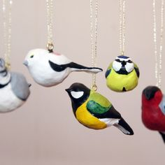 Decorate your house for spring with these tiny birds, made from air drying clay. (Swedish)