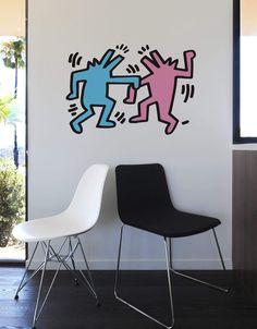 Ces Dancing Dogs (chiens dansants) savent comment s'amuser. Grâce à Keith Haring, ces stickers muraux sont tout sauf ennuyeux ;)  Découvrez ce visuel issu de la nouvelle collection Iconographique culte de Keith Haring.