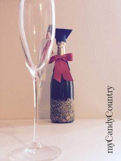 Creare una bottiglia laureata: idea creativa fai da te per la festa di laurea #idearegalo #ideacreativa #bottiglia #spumante #laurea #festadilaurea #mycandycountry  Seguimi su: www.mycandycountry.it