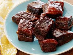 Recipe of the Day: Sunny Anderson's Easy Barbecue Short Ribs Sunny cooks her short ribs low and slow for three hours at 300 degrees until they reach tender, fall-off-the-bone perfection.