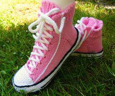 Helemenkerrääjä puikkoviidakossa: Vaaleanpunaiset Reaverset Ravelry, Converse, Socks, Sneakers, Fashion, Tennis, Moda, Slippers, Fashion Styles