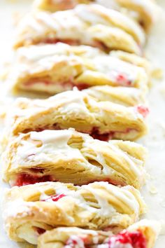 This Raspberry Cream Cheese Danish Braid is SO simple and tastes incredible! The puff pastry just melts in your mouth and is perfectly paired with a cream cheese filling and a delicious raspberry sauce. Cream Cheese Puff Pastry, Cream Cheese Danish, Strudel, Croissants, Butter Braids, Brunch, Braided Bread, Danish Food, Danishes