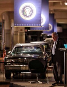 Ex-Secret Service agent Clint Hill, now speaks Tuesday night at the Henry Ford Museum near the car that President John F. Kennedy was shot in. He stood for his presentation and never turned to look at it. Texas History, History Class, Henry Ford Museum, World Conflicts, Kennedy Assassination, Presidential History, Jfk Jr, John Fitzgerald, Secret Service