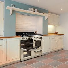 Smeg has been manufacturing range cookers since 1948 and, inspired by the very first 'Elizabeth' model, have recently launched the brand new 'Victoria' Traditional Range Cooker. The dual fuel cooker