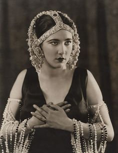 "Nita Naldi in ""Anna Ascends"", 1923. Amazing look."