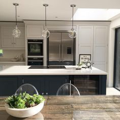Kitchen remodeling is one of the most desirable home improvement projects for many homeowners. A new kitchen increases the value of your home and makes your life easier. Kitchen Diner Extension, Open Plan Kitchen Diner, Open Plan Kitchen Living Room, Home Decor Kitchen, Interior Design Kitchen, Home Kitchens, Kitchen Modern, Kitchen Ideas, 10x10 Kitchen