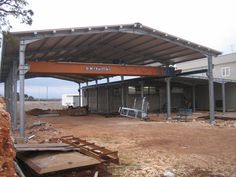 View the full picture gallery of Capannoni Industriali In Acciaio. Civil Construction, Steel Frame Construction, Steel Trusses, Carport Garage, Metal Working Tools, Factory Design, Steel House, Metal Buildings, Steel Structure