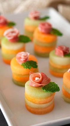 Fancy Party Appetizers, Finger Food Appetizers, Appetizer Recipes, Fancy Party Food, Food Platters, Food Dishes, Fancy Food Presentation, Fancy Dishes, Tiny Food