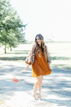 Hidden Garden Tunic from Free People, spring style, spring outfit idea, romantic outfit, pretty sleeves, spring wedding outfit,    #fallstyle #fashionblogger #fallfashion #fallpartydress #freepeoplestyle #embroideredsleeves