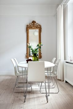 pretty dining - simple, understated, uncluttered - lets the mirror POP....I LIKE it!