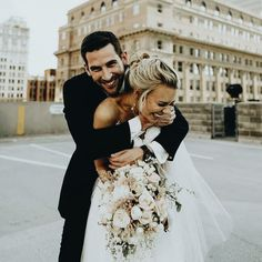 Wedding Inspiration of a bride and groom on their wedding da.- Wedding Inspiration of a bride and groom on their wedding day! – Bridal Gowns Wedding Inspiration of a bride and groom on their wedding day! Wedding Goals, Wedding Pics, Wedding Dresses, Tulle Wedding, Dresses Dresses, Bridal Gowns, Candid Wedding Photos, Bride Groom Photos, Wedding Shot