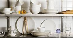 Wir lieben dieses großartige klare Design: Die weiße Geschirrserie Blond aus feinstem Porzellan besteht aus Tassen, Schüsseln und Co., die alle durch ihr dezentes Reliefmuster bezaubern. Mehr Infos hier: http://wohnen-in-weiss.de/geschirrserie-blond-vom-design-house-stockholm/