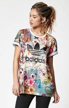 Farm Confete Trefoil Boyfriend T-Shirt Winter Dress Outfits, Casual Outfits, T Shirt Painting, Moda Fashion, Sport Fashion, Simple Shirts, Adidas Outfit, Pinterest Fashion, Boyfriend T Shirt