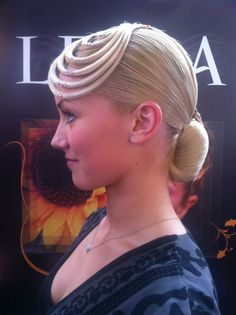 Kristie Simmonds - Looped Standard hairstyle.