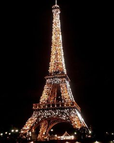Gold Aesthetic, City Aesthetic, Aesthetic Collage, Travel Aesthetic, Bedroom Wall Collage, Photo Wall Collage, Picture Wall, Tour Eiffel, Aesthetic Backgrounds