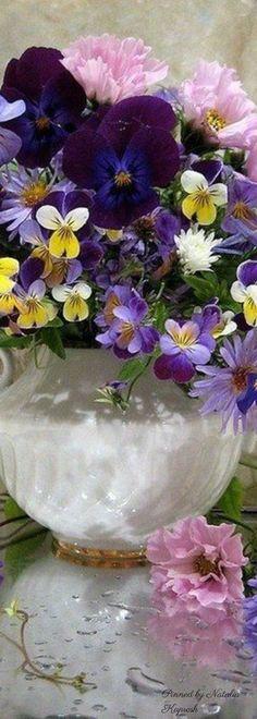 Floral Centerpieces, Floral Arrangements, Musk Rose, Romantic Table Setting, Seasonal Image, Flower Boutique, Sweet Violets, Purple Garden, Spring Colors