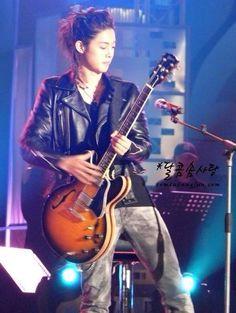 Kim Hyun Joong 김현중 ♡ music ♡ guitar ♡ long hair ♡ Kpop ♡ Kdrama ♡ (。・ω・。)♡