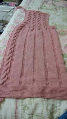 This Pin was discovered by mub Baby Knitting Patterns, Ladies Cardigan Knitting Patterns, Knit Vest Pattern, Crochet Cardigan, Knitting Designs, Hand Knitting, Baby Pullover, Pullover Design, Crochet Shawl