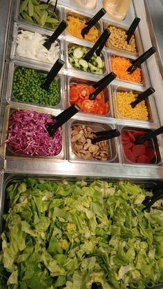 Patricia Newcomb @STREAKSCAFE    HHS Salad Bar @SchoolMealsRock @HarrisonburgHS @NoKidHungryVA pic.twitter.com/ik4xasj1D4