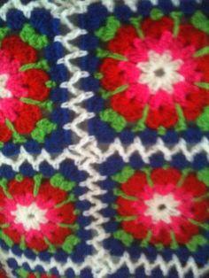 Detail zigzag aan elkaar haken van het boek haken en kleur buiten. Granny square blanket deken . Joining method. Annemarie Evers/ mani di Anne