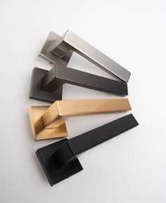 Hockney Lever Door Handles, Door Handles for Internal Doors - Door knobs Interior Door Knobs, Black Interior Doors, Door Design Interior, Internal Door Handles, Internal Doors, Brushed Chrome Door Handles, Modern Door Handles, Brass Handles, Pallet Lounge