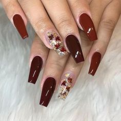 Sparkly Leaves Thanksgiving Nail Art Thanksgiving nails are the detail not to miss when the festive time comes. That is why we have all these sweet and trendy nail art ideas gathered! Fall Gel Nails, Fall Acrylic Nails, Autumn Nails, Winter Nails, Acrylic Art, Thanksgiving Nail Designs, Thanksgiving Nails, Cute Acrylic Nail Designs, Fall Nail Art Designs