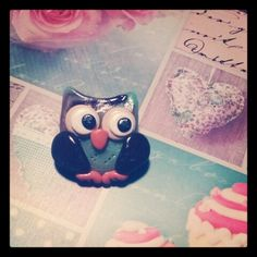 Teal owl brooch made with polymer clay. #crafts #fimo #cernit #polymerclay #owl #teal #vintage