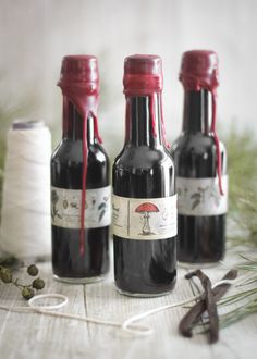 Sprinkle Bakes: Homemade Vanilla Extract in Wax-Sealed Bottles. Must do for Christmas gifts this year.